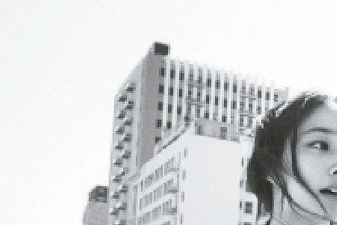 據韓媒《K STAR》報導,李秉憲和李珉廷日前已經偷偷搬家了,傳兩人新屋曾是張東健和高小英的住處。據悉,這棟房子位於首爾市三成洞的高級住宅;李秉憲和李珉廷兩人在四月份利用25億左右韓元,一起承租了新...