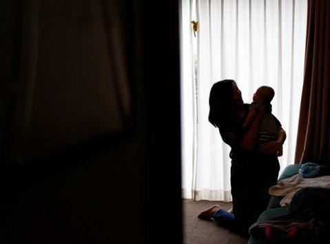 都是母親的錯?台灣社會「教訓媽媽」的共犯結構