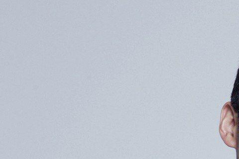 演過「謝謝你的愛」、「開朗少女成功記」的南韓演員張赫在台拍攝新片「真相禁區」,5月19日張赫親密摟著大陸女星熱依扎進棚拍定裝照,兩人十分熟悉有默契的模樣,原來電影裡飾演夫妻。熱依扎私下透露,張赫個性...