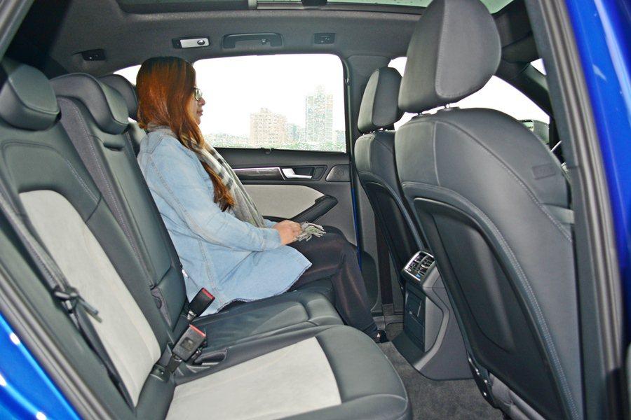 全車乘坐空間算是寬敞,腿部與頭部空間都很寬容。 ...