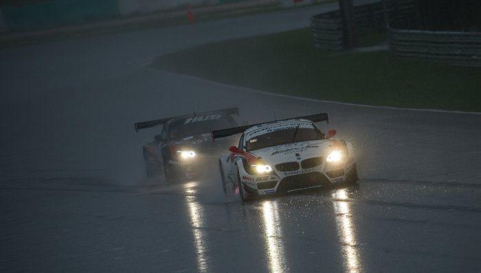 法國Le Mans當地日夜溫差可達20度,天氣變化多端,車手體能與車輛性能都必須...