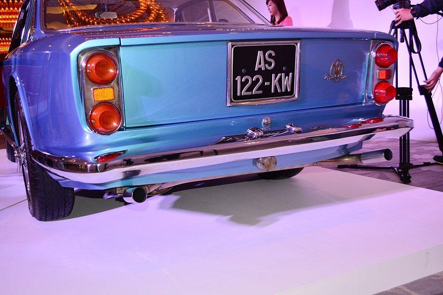 車尾四圓方型燈組也是經典設計。 記者趙惠群/攝影