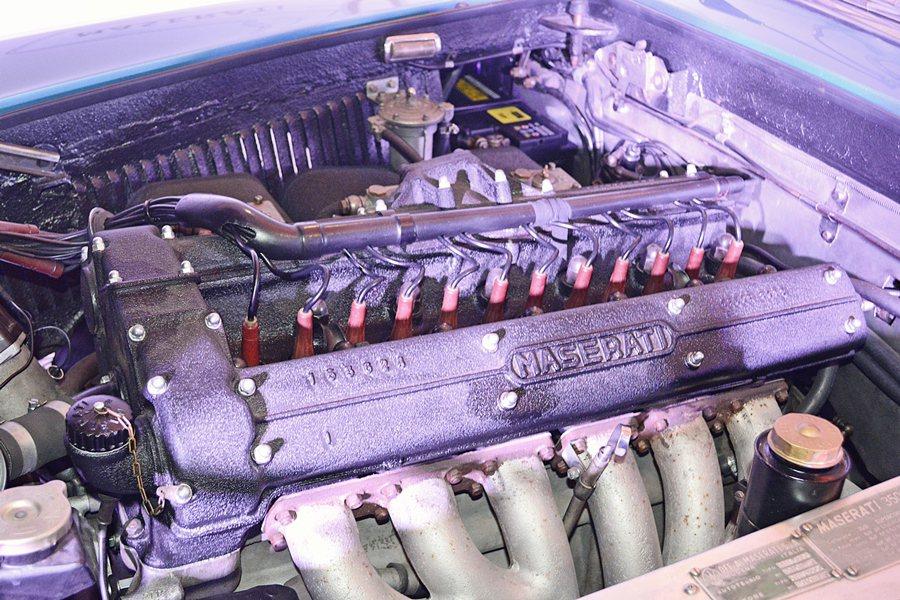 它搭載源自350S賽車的直列六缸雙凸輪軸引擎,並採用雙火星塞與乾式油底殼等先進的...