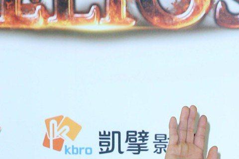 張學友日前為宣傳電影「赤道」接受大陸媒體專訪,出道31年,被封為「歌神」,卻也常被稱為是香港最被低估的男演員,張學友對此看得很淡,認為自己把時間投入在唱歌,「那麼電影這方面被人看低、忽視一點,是我應...