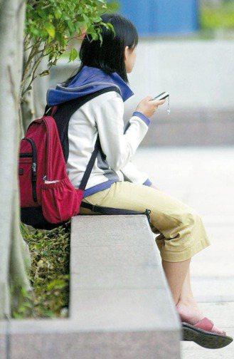 憂鬱症為21世紀三大疾病之一,青少年罹患比率越來越多。有些孩子出現叛逆、脾氣暴躁...
