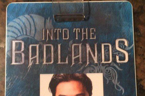 目前人在美國拍攝改編自《西遊記》的美劇《Into The Badlands》的馮德倫,最近公開了一組他自己開拍前vs.開拍後的模樣,當中開拍前的他仍笑容燦爛,一副美男模樣,不過開拍後的照片卻是鬍渣、...