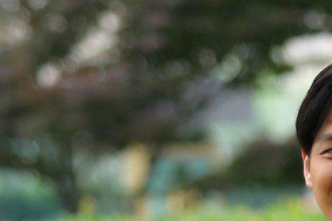 不老男神鍾漢良背起包包上學去!大陸真人秀節目《我去上學啦》邀請到藝人鍾漢良擔任節目嘉賓,不過不是要他當老師,而是穿起校服背起包包當學生。有網友拍攝下錄製現場畫面,並稱鍾漢良背著雙肩包過馬路的樣子,看...