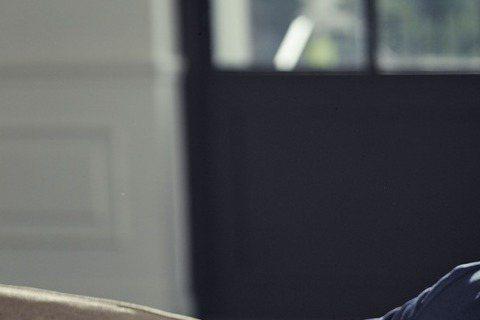 亞洲吹起「小鮮肉」旋風,韓國民眾卻仍對「大叔」青睞有加。韓國KBS著名的娛樂新聞節目「演藝家中介」日前公布韓國美男子票選結果,排行榜前3名全是大叔級男星。43歲身兼人夫、人父的張東健勇奪第一,第2名...