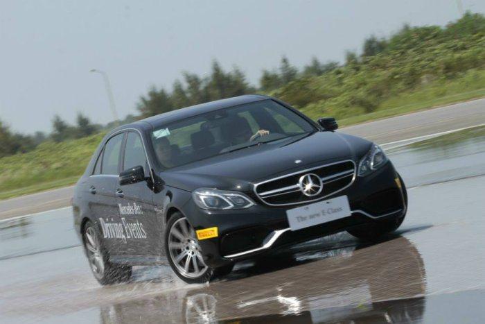 某些頂級高級車款配備完善的主被動安全配備與四輪驅動裝置,這些都是能協助駕駛者減少...