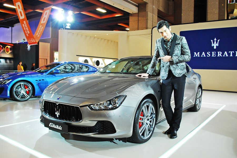 這台Maserati的Ghibli是不是定價太貴,不是要問車旁的高以翔,而是要問真正的買家。 記者趙惠群/攝影