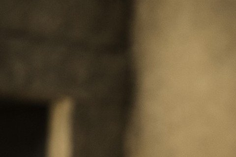 在美劇《冰與火之歌:權力遊戲》中演出「龍母」Daenerys Targaryen,初期脫很大的艾蜜莉亞克拉克(Emilia Clarke),在最近的劇集中漸漸把衣服穿回去,她透露最初人氣漸長時曾上網...
