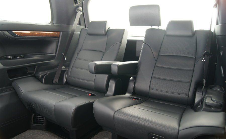 第三排座椅亦可進行前後滑移與椅背角度調整功能,空間表現仍屬寬敞。 記者林翊民/攝影