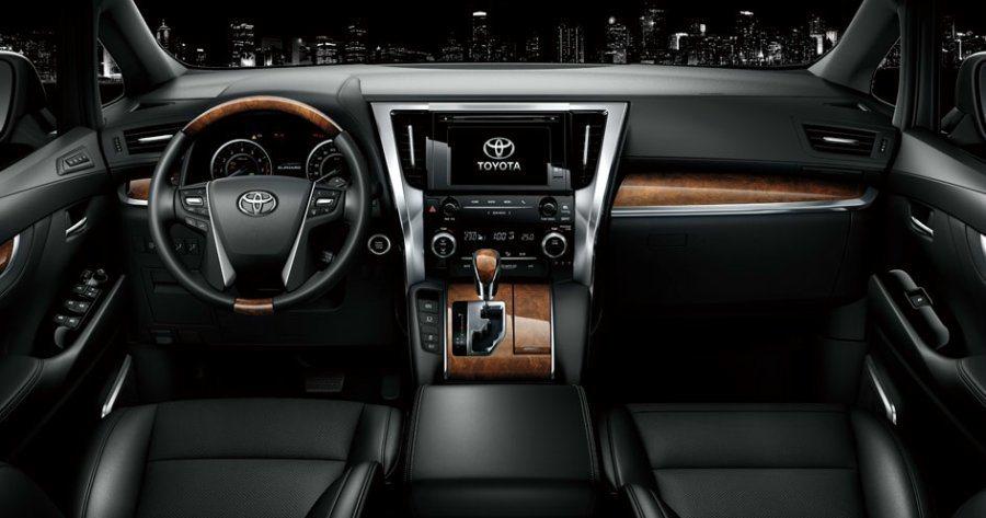 內裝用料相當豪華,且中控台標配八吋多媒體觸控影音主機,並搭載JBL Premium音響系統。 Toyota提供