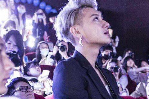 南韓男子團體EXO,即將挾帶高人氣在6月份登台,但接連爆出的解約風波,讓粉絲們憂心忡忡。昨日過22歲生日的前成員「TAO」黃子韜,也在日前因腳傷關係,在父親要求下與SM娛樂解約。他的22歲慶生會也是...