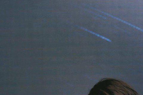 人妻許茹芸紀錄自己幸福愛情的專輯「奇蹟」,日前在廣州獲獎,她一身油畫風禮服、翡翠寶石亮相,老公Mr.Big也跟著來分享老婆的榮耀時刻。前晚在廣州體育館舉行的2015華語金曲頒獎盛典,許茹芸憑「奇蹟」...