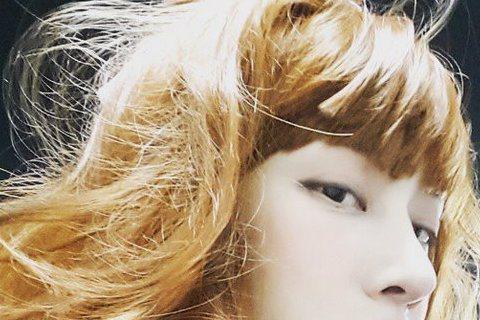 長得有如花美男的Super Junior團員希澈,最近在instagram上分享自己的「美照」,而且是美到讓人誤以為是女生,他還自爆在機場想要去上廁所,於是向人詢問廁所位置,結果被指引到女廁,希澈一...