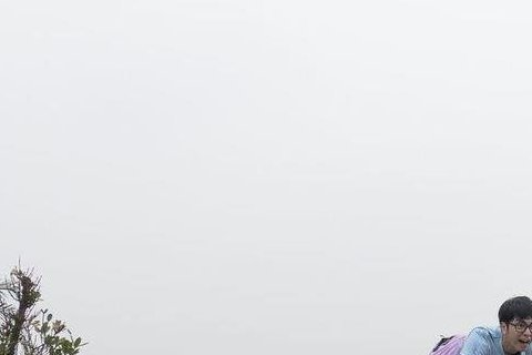 林佑威、李毓芬、賴琳恩為「來自未來的史密特」爬到高台上賣命演出,劇中為了勸賴琳恩放棄自殺念頭,有懼高症的林佑威硬著頭皮爬上高台,還賣力奔跑飛撲,結果導演一喊卡他便苦笑招認:「其實我連坐摩天輪都會怕。...