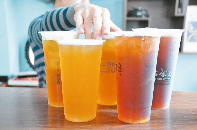 塑膠杯材質恐溶出塑化劑。 本報資料照片