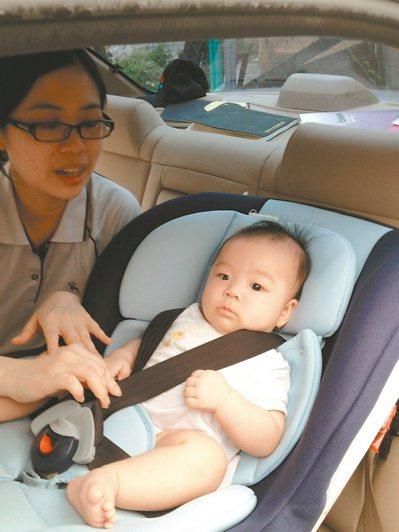 全台找不到提供兒童安全座椅的計程車,嬰幼兒搭小黃,恐暴露在風險之中。 記者蘇瑋璇...