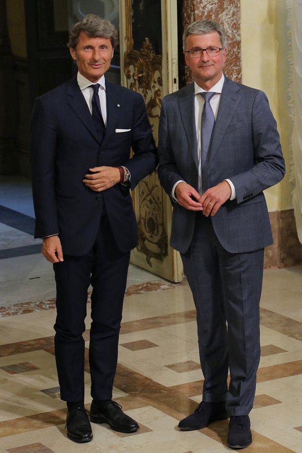 Lamborghini總裁Stephan Winkelmann(圖左)和Audi總裁Rupert Stadler共同宣佈,將投入生產全新SUV豪華運動休旅車,並於2018年進入市場。 Lamborghini提供