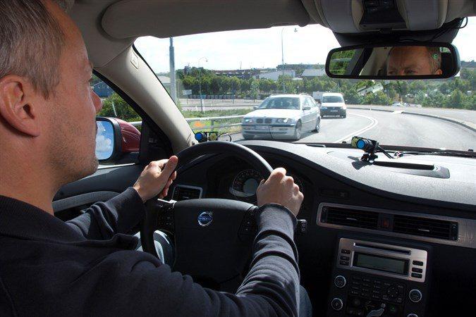 除了注意前方車況之外,車輛四週都必須隨時兼顧,以防範他人個人疏忽或故意違規而發生...
