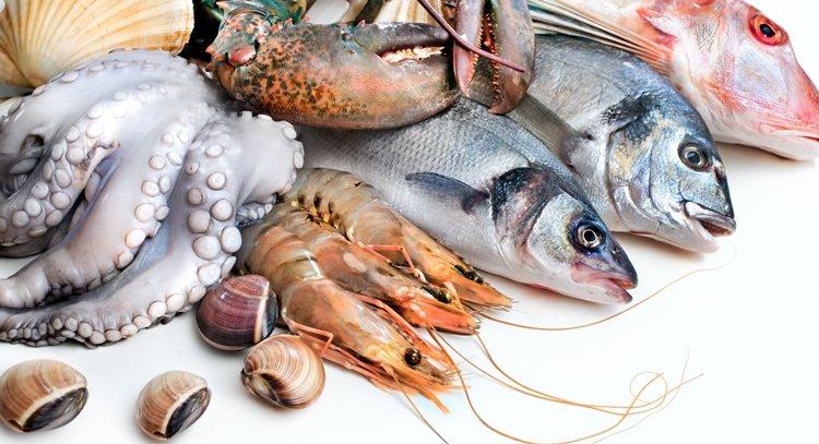 女生每月的排卵期是豐胸黃金期,可多吃鮮蝦等5類海鮮,搭配按摩效果更佳。 圖片來源...