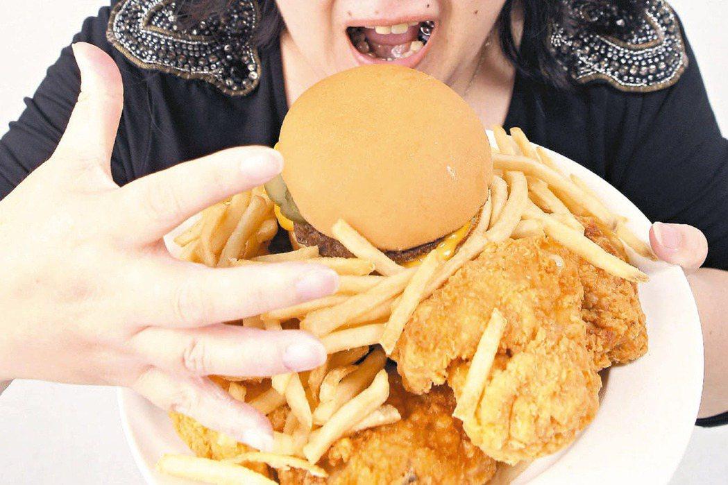 長期攝取高油、高糖、高熱量食物,恐提高糖尿病風險。 本報資料照片