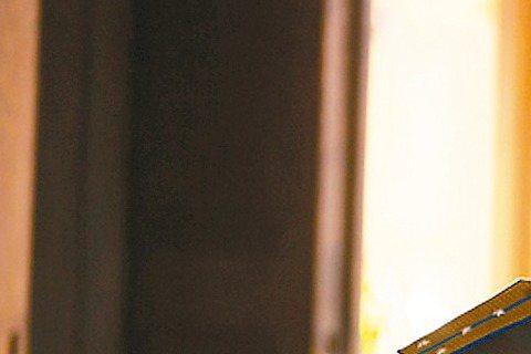 英國男星湯姆哈迪近來星運大開,片約一部接一部,他主演的「瘋狂麥斯:憤怒道」目前全球累計賣座超過3億美元(約台幣94億)。另外他在新片「失控獵殺:第44個孩子」裡,化身為曾是秘密警察、後來良心發現,努...