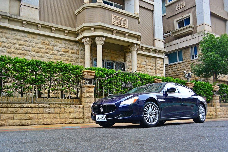 Maserati Quattroporte具備房車的實用性與華麗,同時供應一點類...