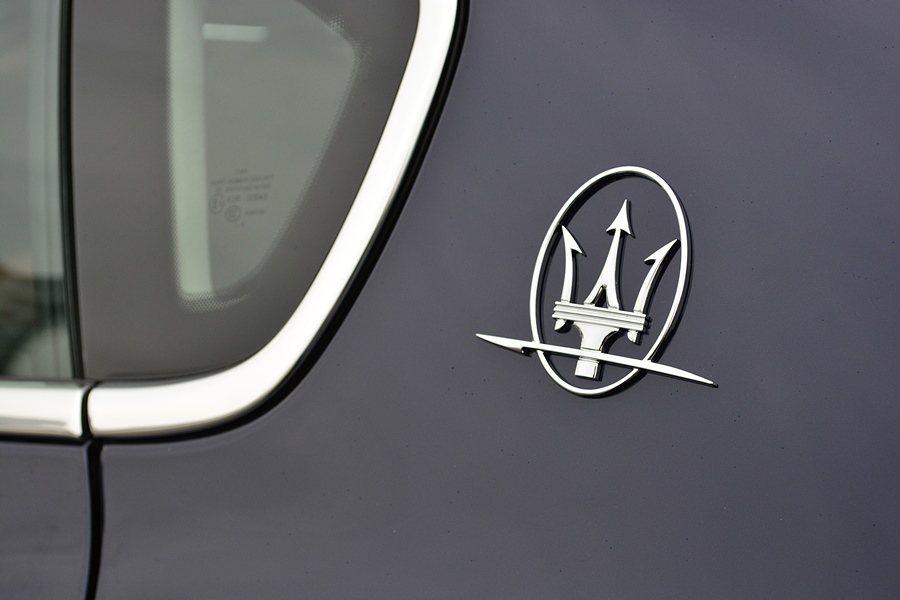 獨特的三角形C柱上則有三叉戟的廠徽。 記者趙惠群/攝影