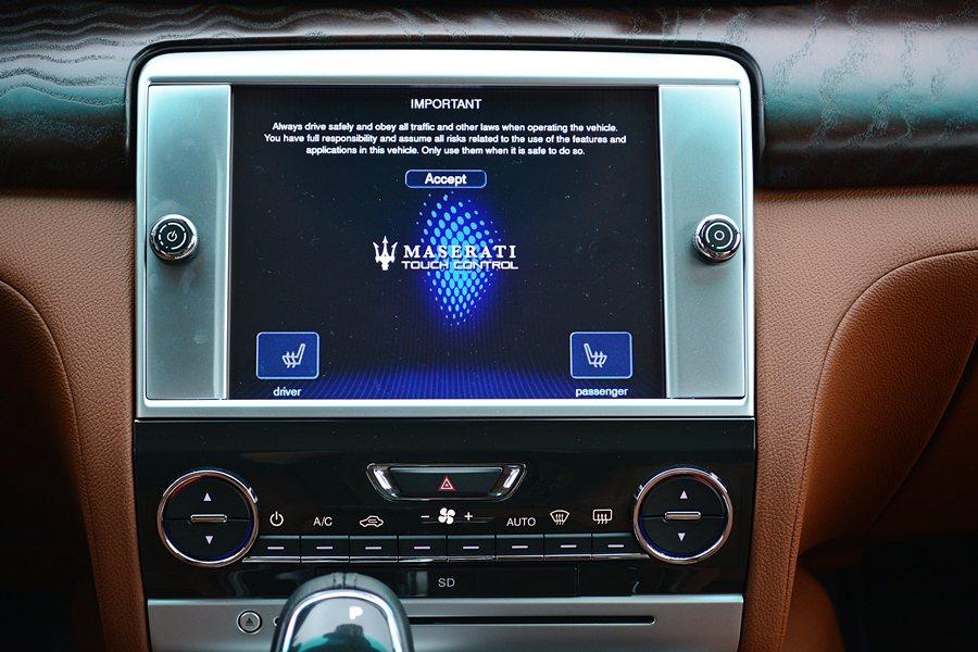 中控台標配8.4吋的Maserati Touch Control中央觸控控制面板...
