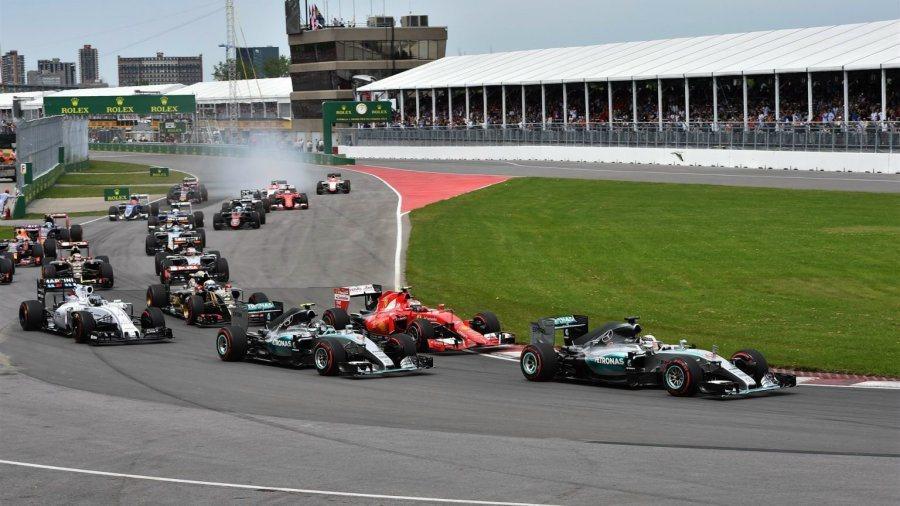 一開賽,Kimi和Rosberg就展開激烈的搶線攻防戰,但未造成名次改變,Ham...