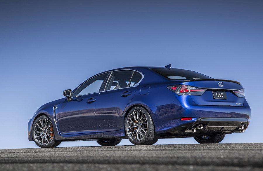 梯形四出排氣尾管已是 Lexus F性能車系的特色之一。 Lexus