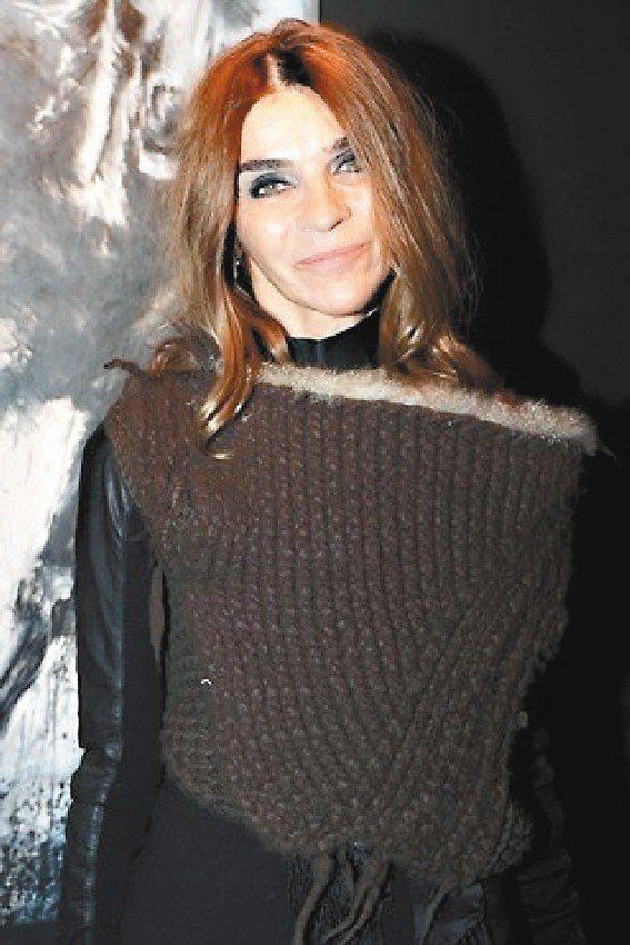 VOGUE法國版總編卡琳洛菲德閃電離職,Emmanuelle Alt將於2月接掌...