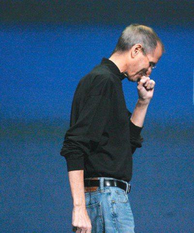 賈伯斯喜歡穿黑色高領衫和牛仔褲,藉此淡化自己的個人色彩。圖/歐新社