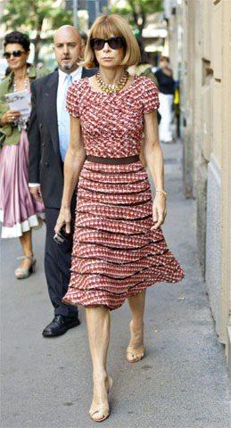 層層切割的裙擺秀出安娜溫圖別緻有型的選衣風格。圖/達志影像提供
