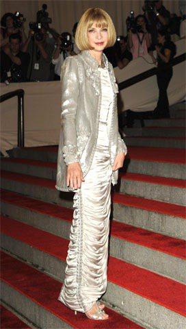 穿著Chanel高級訂製服的安娜溫圖展現出不同以往的優雅貴氣。圖/達志影像提供