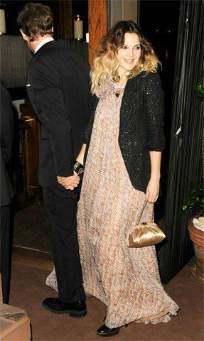 茱兒芭莉摩穿晚禮服搭香奈兒外套,別具風情。圖/Chanel提供