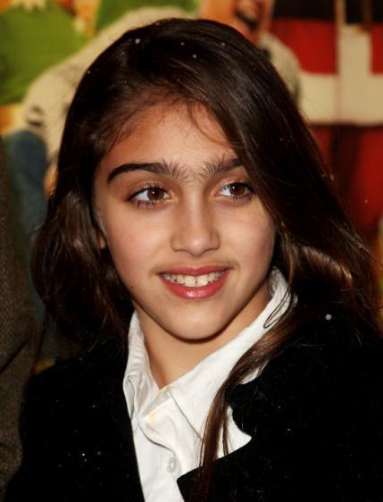 瑪丹娜女兒蘿狄絲眉毛有些「恐怖」。圖/網路圖片