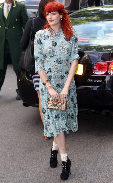 Florence Welch難得綁起公主頭。圖/達志影像提供