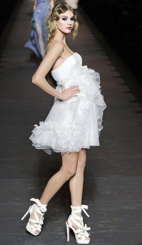 Jessica Stam為 Dior 2011秋冬走秀。圖/達志影像