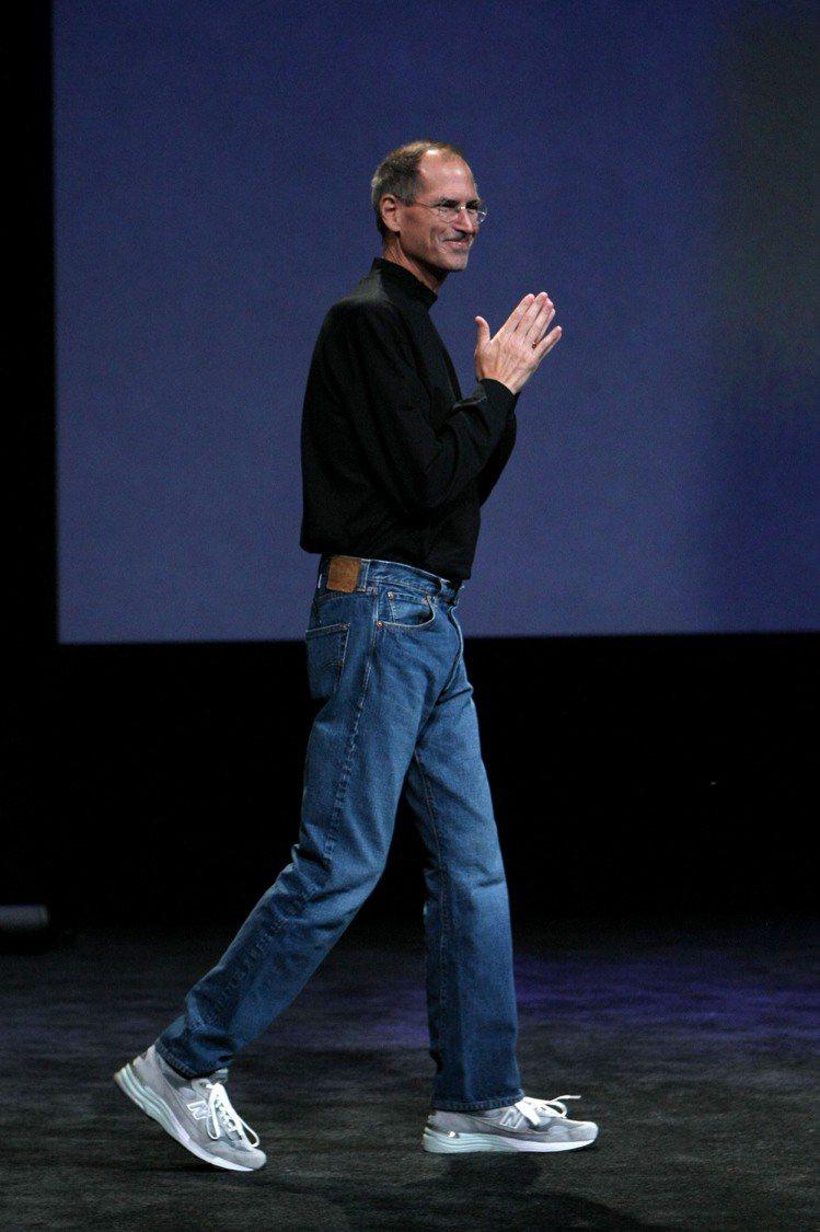 賈伯斯的著名黑毛衣造型。圖/法新社