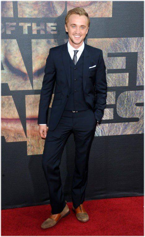 湯姆費爾頓的打扮越來越成熟,頗有英倫紳士風格。圖/達志影像