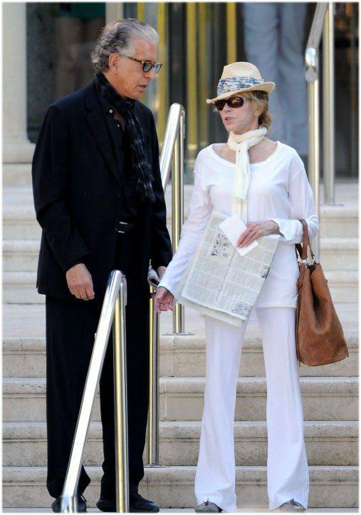 珍芳達的佼好身材讓她就算穿白衣搭白褲看起來還是很瘦。圖/達志影像