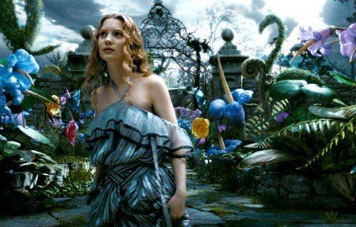 Mia Wasikowska在《魔境夢遊》裡的造型。圖/迪士尼提供