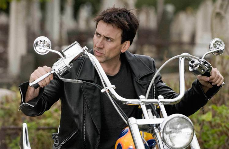 第一集開始,騎著重機的尼可拉斯凱吉「皮衣」絕對是另一個鮮明的印象。圖/博偉提供