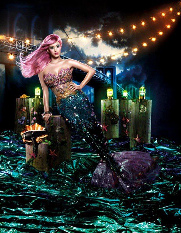 小天后凱蒂佩芮為美髮器材品牌GHD代言,在廣告中化身美人魚。圖/達志影像