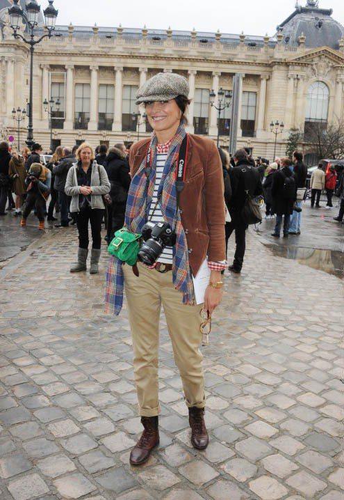 用襯衫、麂皮夾克、哈倫褲與靴子做中性風造型。圖/達志影像
