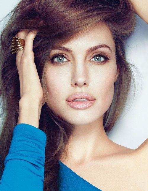 美麗性感、帶點危險女人味的安潔莉娜裘莉儼然是女神和女妖的綜合體。圖/美麗佳人提供