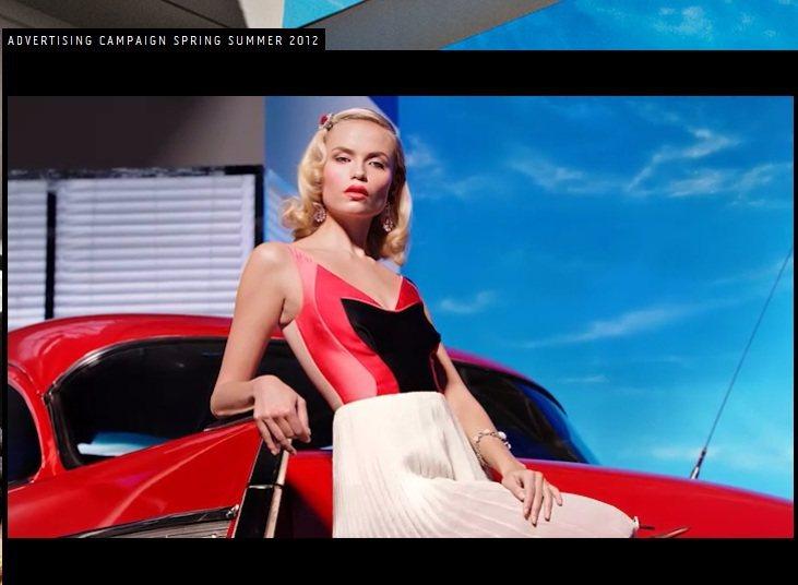 PRADA 2012春夏廣告中,Natasha Poly詮釋充滿高傲神情的懷舊女...